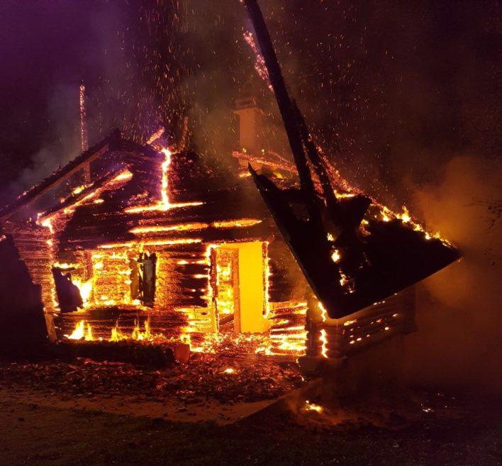 Feuertaufe als Einsatzleiterin beim Vollbrand des Waldhauses