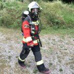 Feuerwehrfrau mit Atemschutzgerät