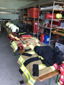 Brandschutzausrüstungen und Helme ausgelegt für Test-Tag