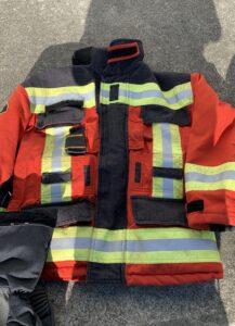 Die alte Brandschutzausrüstung hatte eine rote Jacke