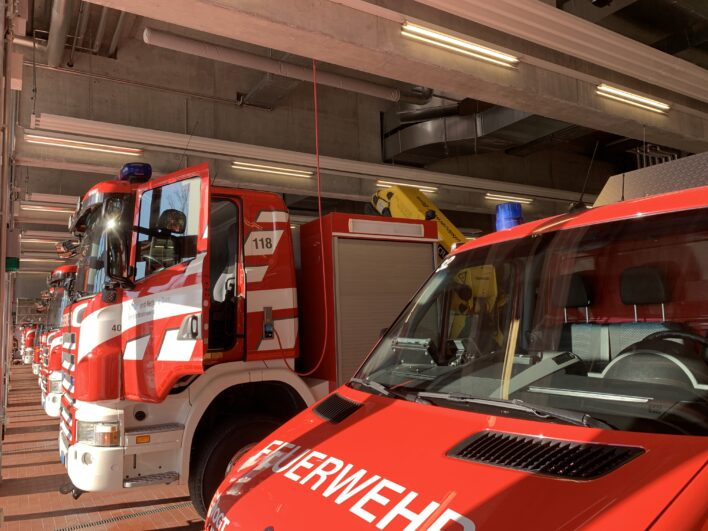 Feuerwehrfahrzeuge in der Wache der Berufsfeuerwehr Stadt Bern